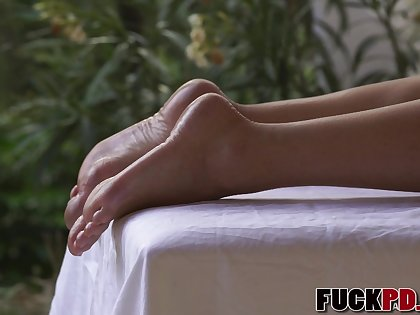 Blanche Bradburry In Barefoot Blonde Beauty