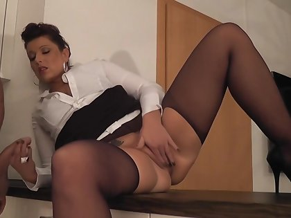 big ass milf gets anal in ripped pantyhose