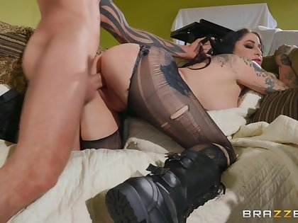 Ophelia Rain & Scott Nails in Squatters Rights - BRAZZERS