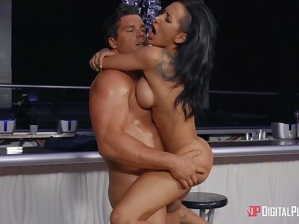 Perfect ten Amia Miley gets saucy when horny in public