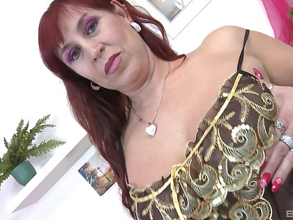 Lady's man fucks redheaded Darina for all she's worth and makes her nut