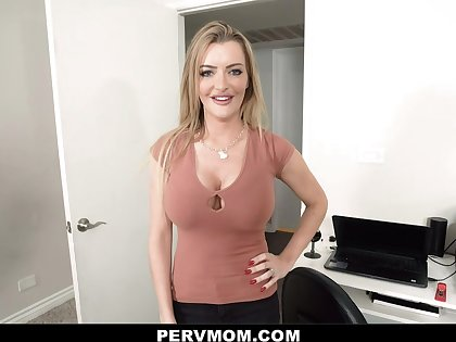Linzee Ryder in She Dreams About Me - Pervmom