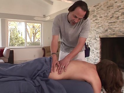 Guy fucks married woman chip seducing her greater than be transferred to massage table