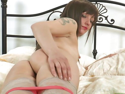 Unskilful video of horny mature Lisa Xxx effectuation with a dildo