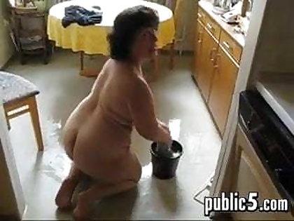 Mature BBW washes the floor coupled with masturbates