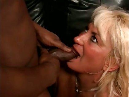 Amateur blonde mature slut stands on knees while sucking stalwart BBC