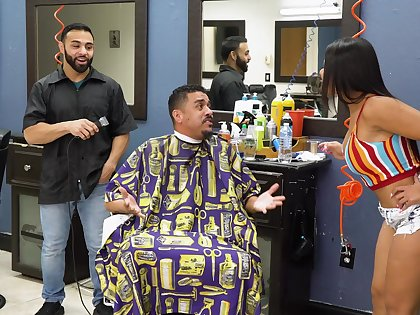 Electrifying barber shop fuck be incumbent on attentive Rose Monroe