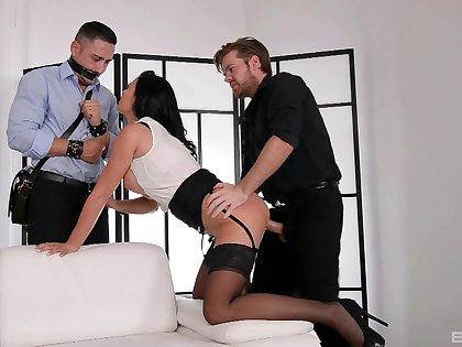 Plump Jasmine Jae boned hard go on a bound cuckold before he joins