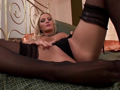 Neilla Nasty Foot Fetish Deport oneself
