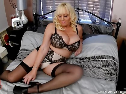 Special nude porn with one slutty amateur aunt on fire