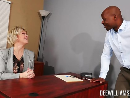Black man shows this mature woman hammer away right orgasms
