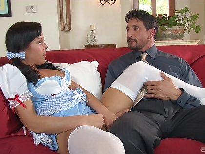 Older guy has far too much beguilement with playful youngster Rahyndee James