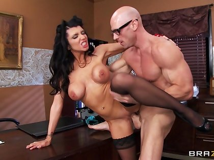 Muscular guy with a massive dick fucks stunning pornstar Romi Rain