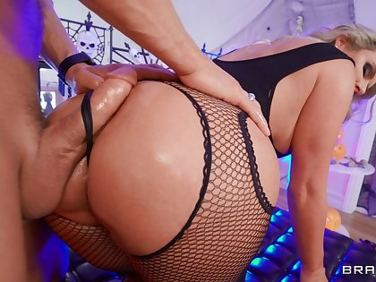 Thick botheration cougar could devour this dick multiple rounds less a row