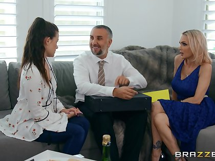 Raunchy MILF bombshell Devon with bubble aggravation in hot sex clip