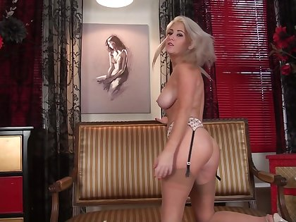 Na�ve bowels blonde chick Lu Elissa spreads her legs to play