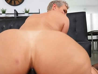 Short-haired babe Kaden Kole takes hard cock surrounding burnish apply ass